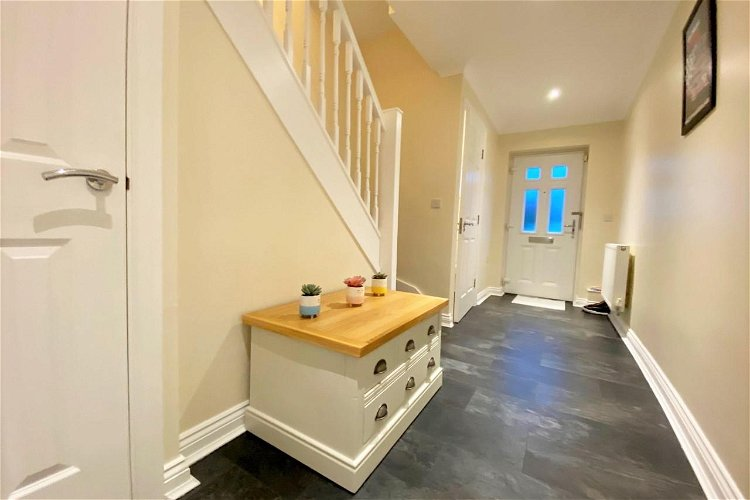 Entrance Hall - Picture 7 of 15