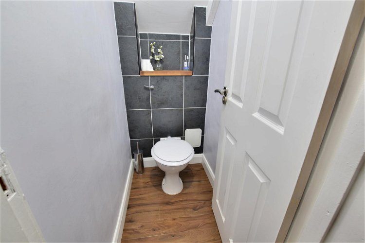Ground Floor WC - Picture 6 of 10